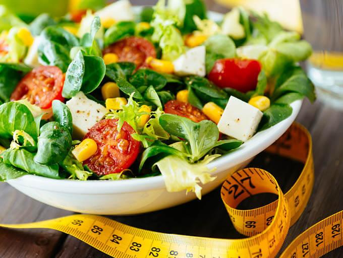 Salat und Maßband