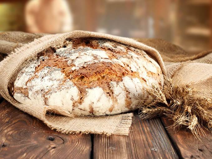 Brotlaib und Ähren