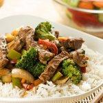 Chinapfanne mit Rindfleisch und gebratenem Gemüse