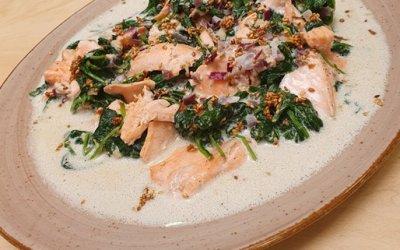 Lachs mit Spinat und Sesam