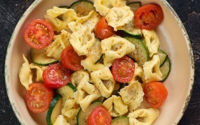 Tortellini mit gebratener Zucchini und Kirschtomaten