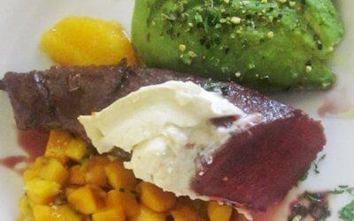 Avocado-Mango-Salat mit gebratenem Wildhasenrücken